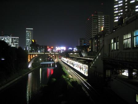 c'est beau, une ville, la nuit.